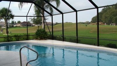 Do all pools need a birdcage enclosure in Florida?